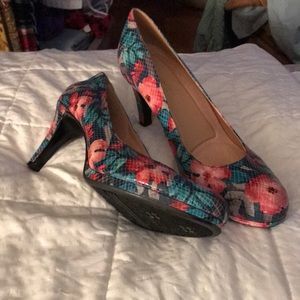 "Naturalizer pumps. 3"" heels. Worn once inside."